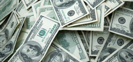 Dólar abre em queda com expectativa de estímulos no exterior